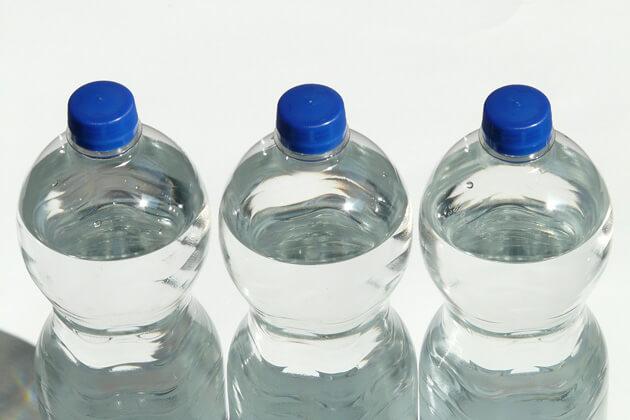 I numeri allarmanti del consumo di acqua in bottiglia in Italia