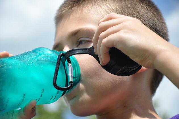 Acqua in borraccia per dire no alla plastica