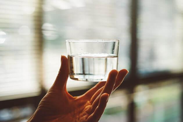 Come bere acqua nel modo giusto