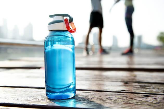 Quale acqua bisogna bere quando si fa sport