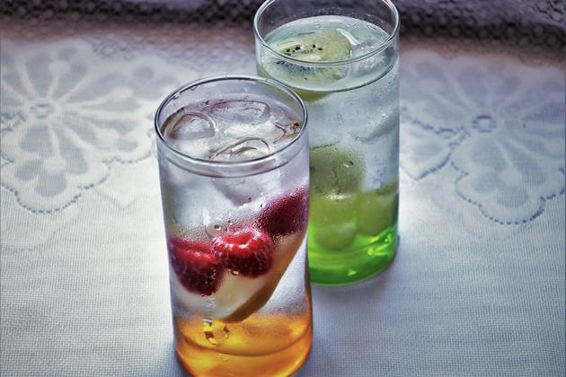 Bere acqua per depurarsi dopo le feste