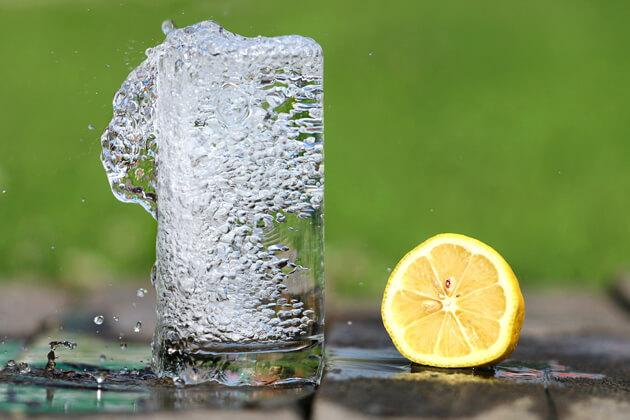 Bere più acqua, trucchi e consigli utili